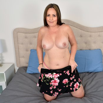 Horny Brandii Banks slips a toy in her hairy pussy