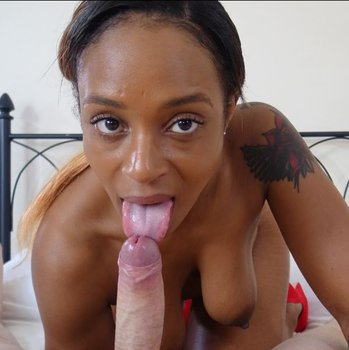 Lola Marie showing sexy Eyes and sucking Cock