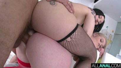 Kay Carter and her friend crave for anal sex