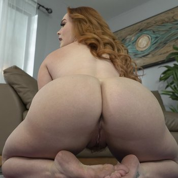 Summer Hart loves doing naked yoga with her thick body