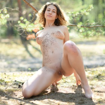 Pretty chick shows off her gorgeous fuckable body