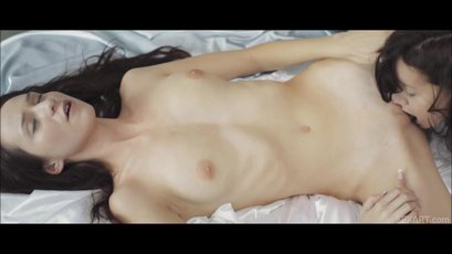Chelsy Sun gets eaten out by her sexy Girlfriend