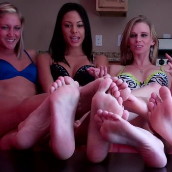 Vanessa Vixon and friends teasing with their feet