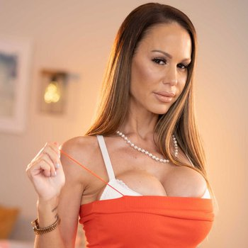 Busty Mckenzie Lee takes off her tight dress and shows pussy