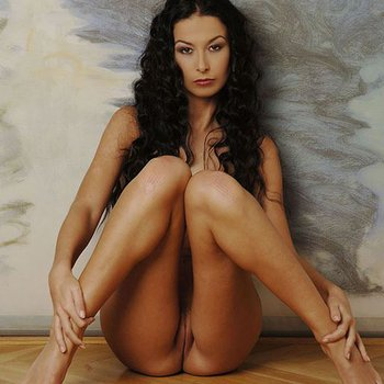 Gorgeous Morticia Adams posing nude in photoshoot