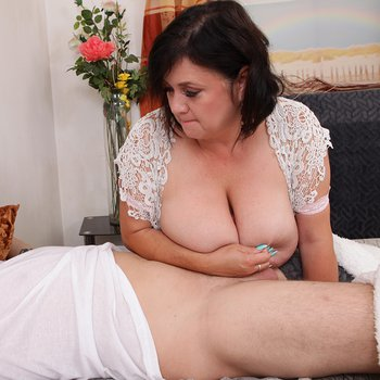 Lovely mature babe Ivana jerking a dick with her boobs