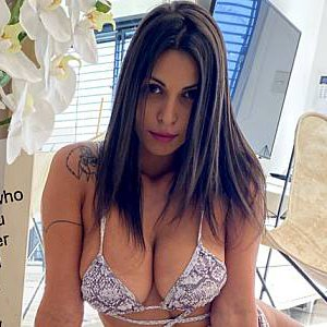 Chat with Nicole Belle and others at cam for free