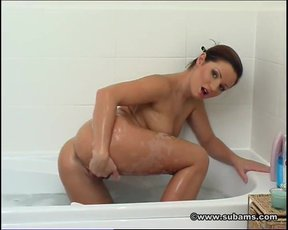 Jana Mrazkova soaps herself up in the bath and concentrates on her pussy