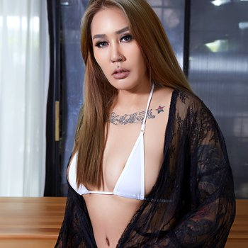 Hot Asian beauty exposes her sexy fit body