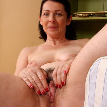 Sexy housewife Anna B exposes her shaved snatch
