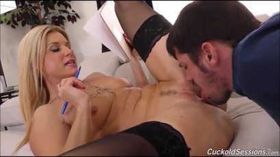 India Summer and Davin King have cuckold action
