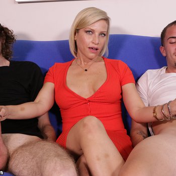 Kaylynn Keys having fun with two cocks at once