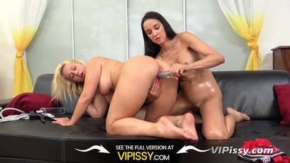 Lilith dildo fucked and peed on by Francys Belle