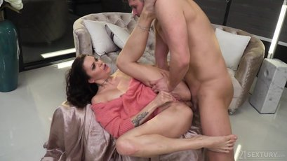 Tori Hendrix gets her ass pounded by a big cock