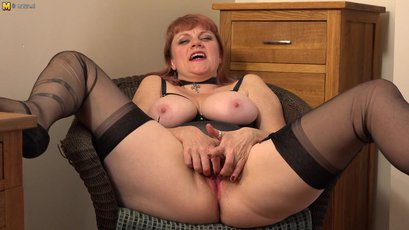 Neglected housewife drills her cockready beaver