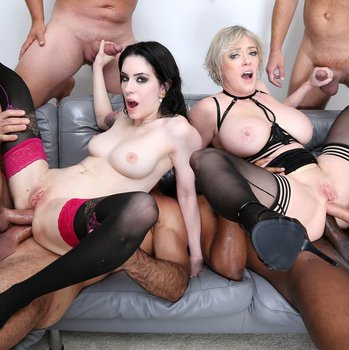 Dee Williams versus Anna De Ville in grouped double anal fucking
