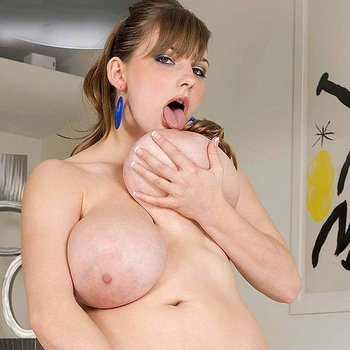 Gorgeous Christy Marksshows her stunning Body