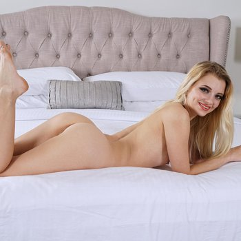 Riley Star plunges a big dildo into her wet snatch