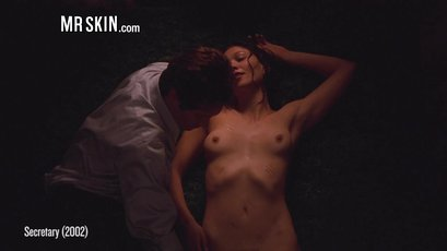 Maggie Gyllenhaal naked and showing her bush