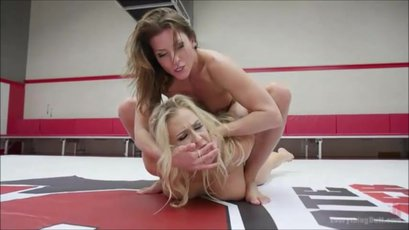 Angel Allwood loves licking a pussy in the ring