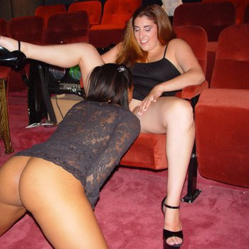 Nia Ross eats a curvy Babe's Muff in the Cinema