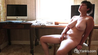 Lonely amateur babe Patience tickles her juicy wet snatch