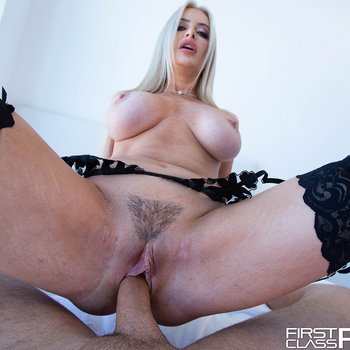 Blonde babe Linzee Ryder gets her tight pussy banged in POV
