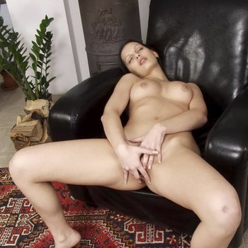 Eve Angel takes off her Jeans and Panties to play