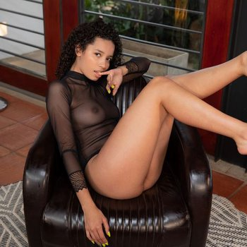 Valery Ponce showing her beautiful body at Watch 4 Beauty