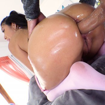 Anal-addict Penelope Woods gets what she loves in full