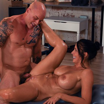 Hot cougar Reagan Foxx massages and fucks some lucky dude