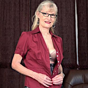 Mature blonde Linda Jones stripping and showing her body