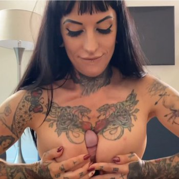 Busty Jessie Lee gets her hands on a hard cock