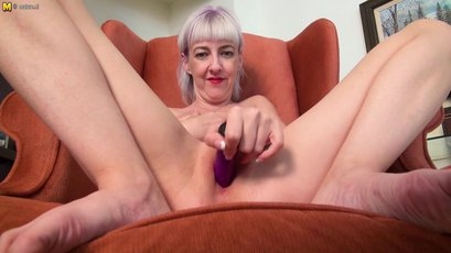 Mature cougar with big nipples playing with pussy