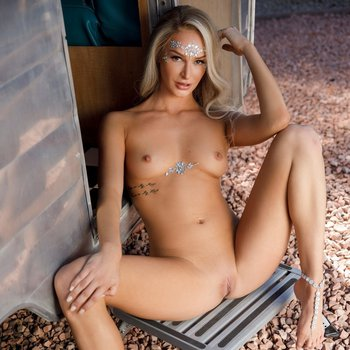 Stunning babe Emma Hix strips nude at outdoors