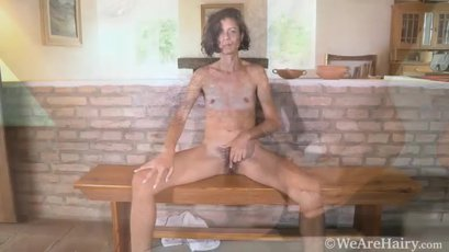 Latina Bruna slips two fingers in her hairy hole