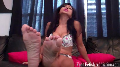Blow your load for my size 5 feet