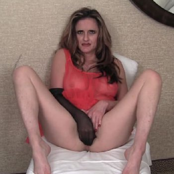 Busty Tirrza playing pussy with silky stockings