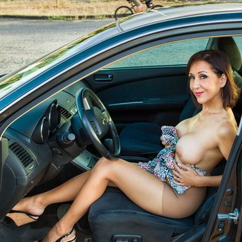 Roni Ford posing naked in a Car teasing
