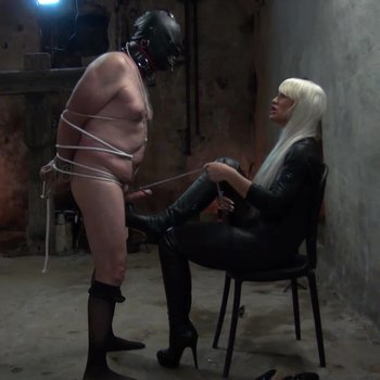 Bitchy mistress Calea Toxic plays with her slave