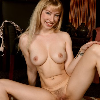 Verronica Kirei loves teasing with her big tits