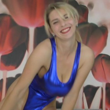 Katerina Hartlova is dancing and bouncing her tits