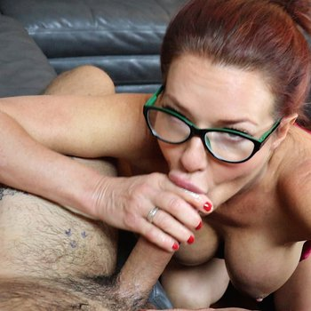 Pornstar Veronica Avluv performs an awesome bj