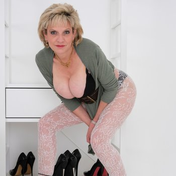Lady Sonia posing in her white patterned pantyhose