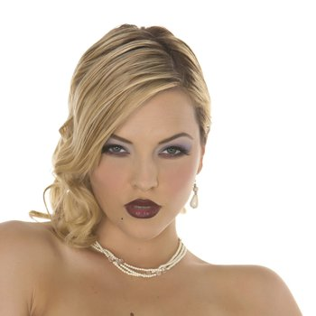 Stylish Alexis Texas strips and shows sexy figure