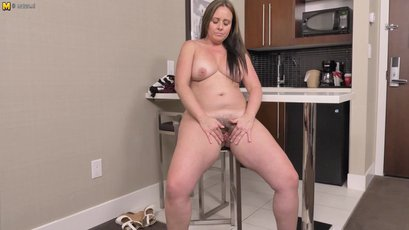 Hot mother masturbate her hairy pussy
