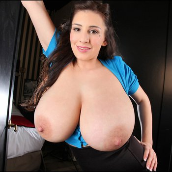 September Carrino opens her Top and gets her Baps out