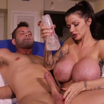 Joslyn James loves playing with a hard dick