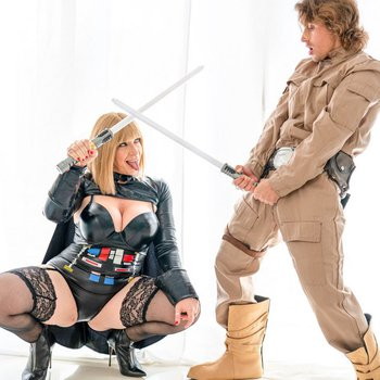 Sara Jay fucks hard in Star Wars cosplay