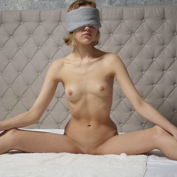 Pretty Lotta poses naked while blindfolded in bed